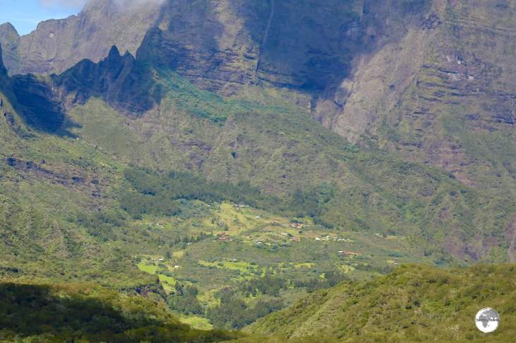 A view of the settlement of <i>La Nouvelle</i>, the largest in the Cirque de Mafate, as seen from the <i>Col des Bœufs</i> pass.