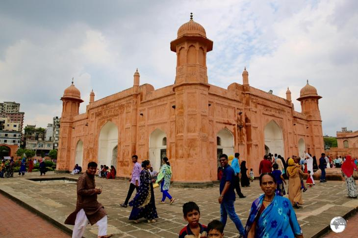 Weekend visitors throng to Lalbagh Fort in Old Dhaka.