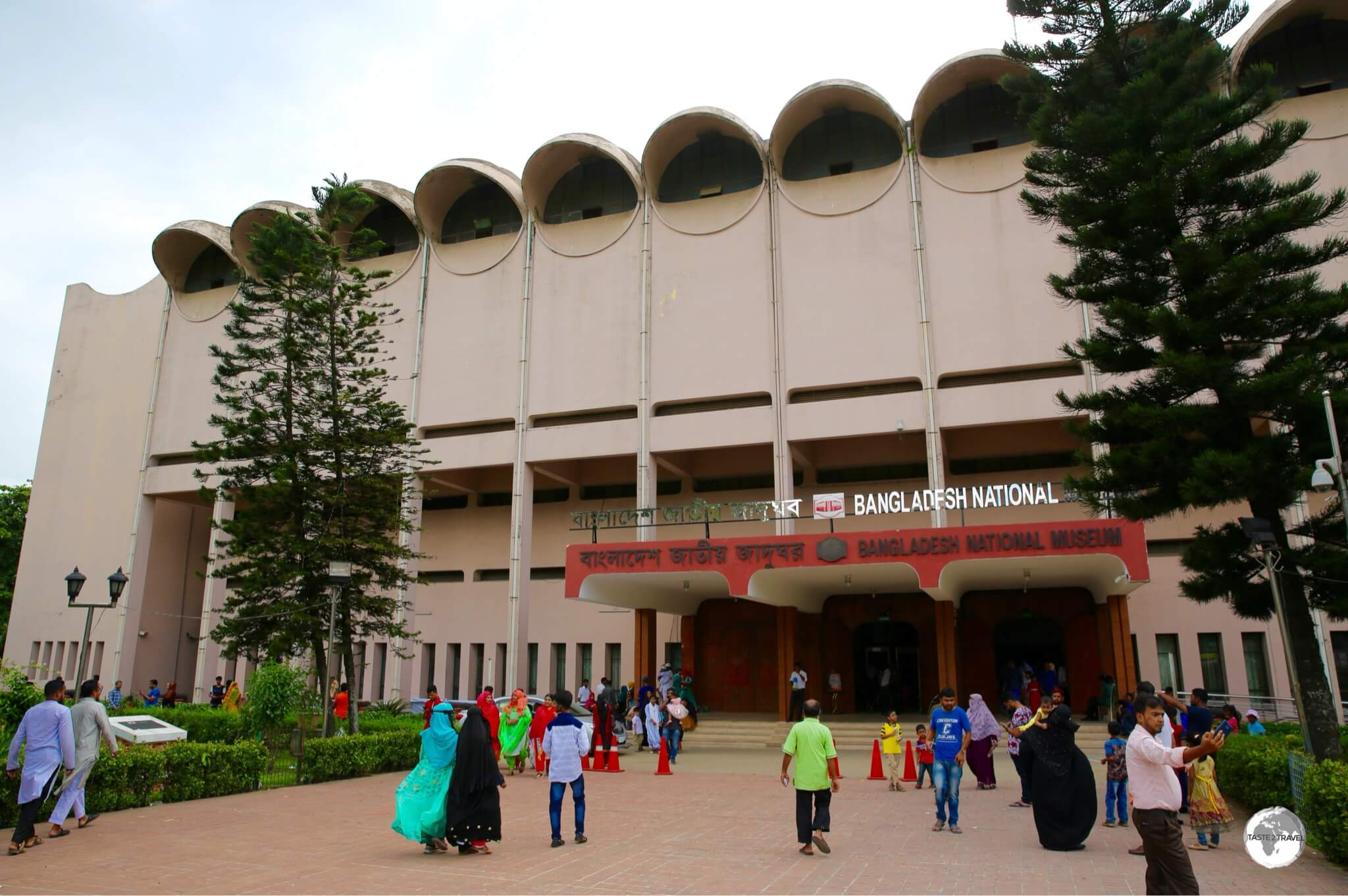 Constructed in 1982, the comprehensive Bangladesh National Museum was designed by Syed Mainul Hossain, a famous Bangladeshi engineer and architect.