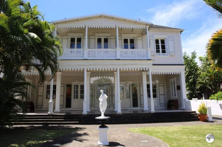 The <i>Villa de la Région</i> houses a museum dedicated to the Decorative arts.