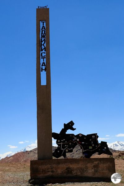 The border marker between Kyrgyzstan and Tajikistan at the Kyzylart Pass.