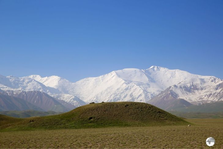 The snow-covered Lenin Peak (7,134 metres / 23,406 ft) marks the border between Kyrgyzstan and Tajikistan.