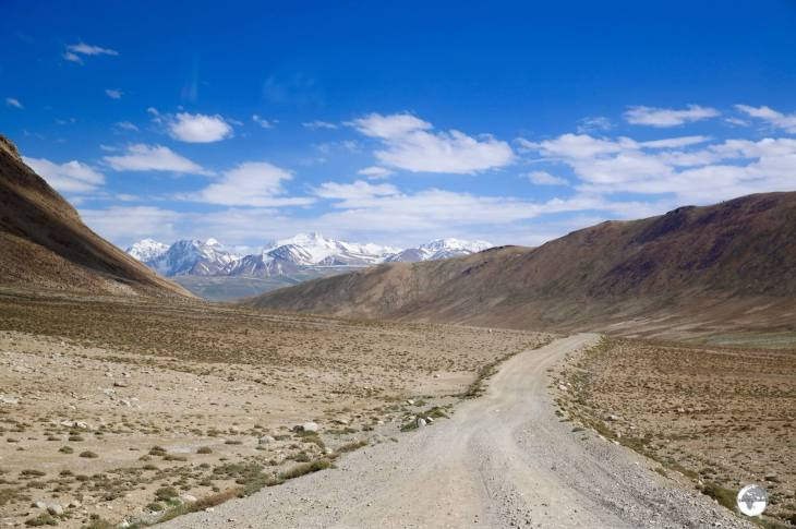 On the very remote and lonely road to the Khargush pass (4.344m / 14,251ft).
