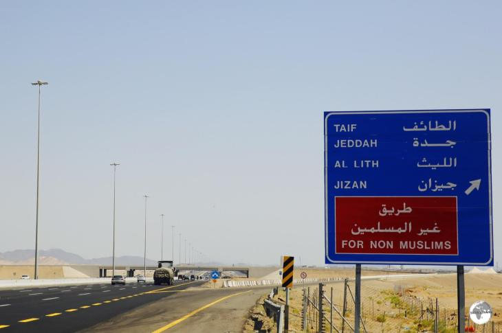 The turn-off for Non-Muslims which leads to the Mecca bypass road (route 298).