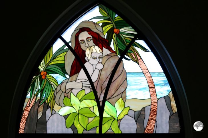 Another colourful window depicts 'Madonna and Child' in a typical Seychellois scene, on a white-sand beach surround by palm trees and granite boulders.