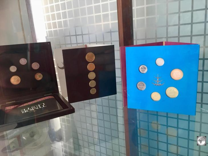 Uncirculated sets of centavo coins can be purchased, at a premium, from the Banco Central de Timor-Leste.