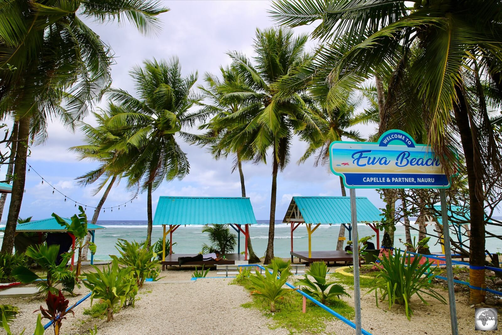 Located opposite the Capelle & Partner complex, Ewa beach is an ideal place to enjoy your takeaway meal or coffee from the Tropicana cafe.