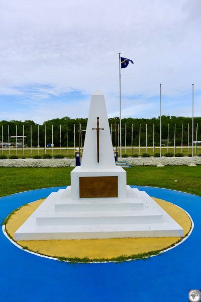 Located outside the Ministerial building in Yaren, the Nauru War Memorial commemorates dedicated those who died in WWI and WWII.