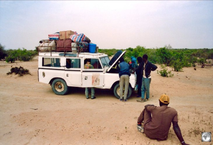 On the road to Timbuktu - a journey of 4 days over 400 km following tracks through the Sahara.
