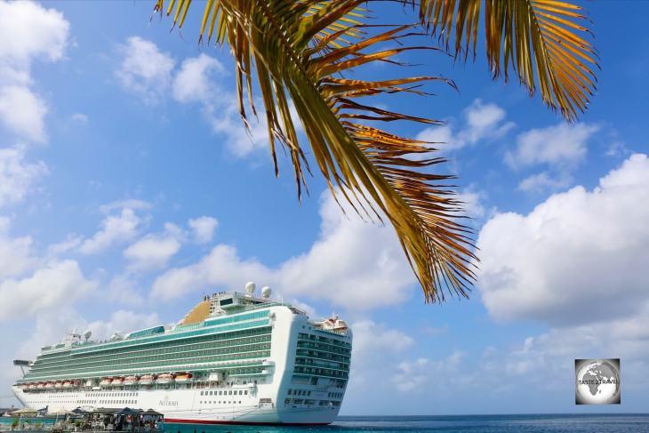 A P&O cruise ship docked at Kralendijk.