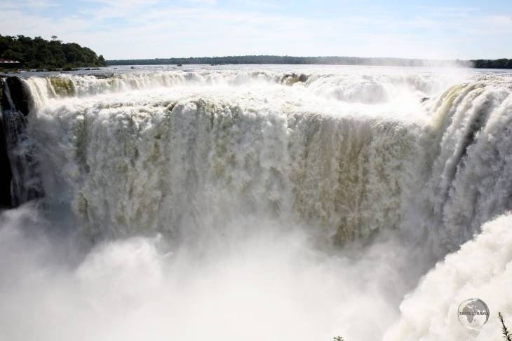 A mighty force of nature, Iguazú falls is the largest waterfall in the world, which forms a dramatic border between Argentina and Brazil.
