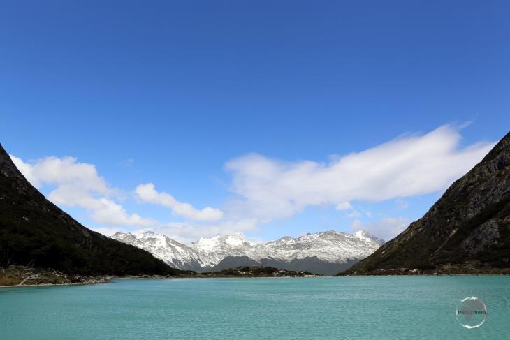 Located 20 km east of Ushuaia, Laguna Esmeralda (Emerald Lagoon) is a glacier lake framed by Cerro Bonete (1,120 m) and Cerro Pelado (930 m).