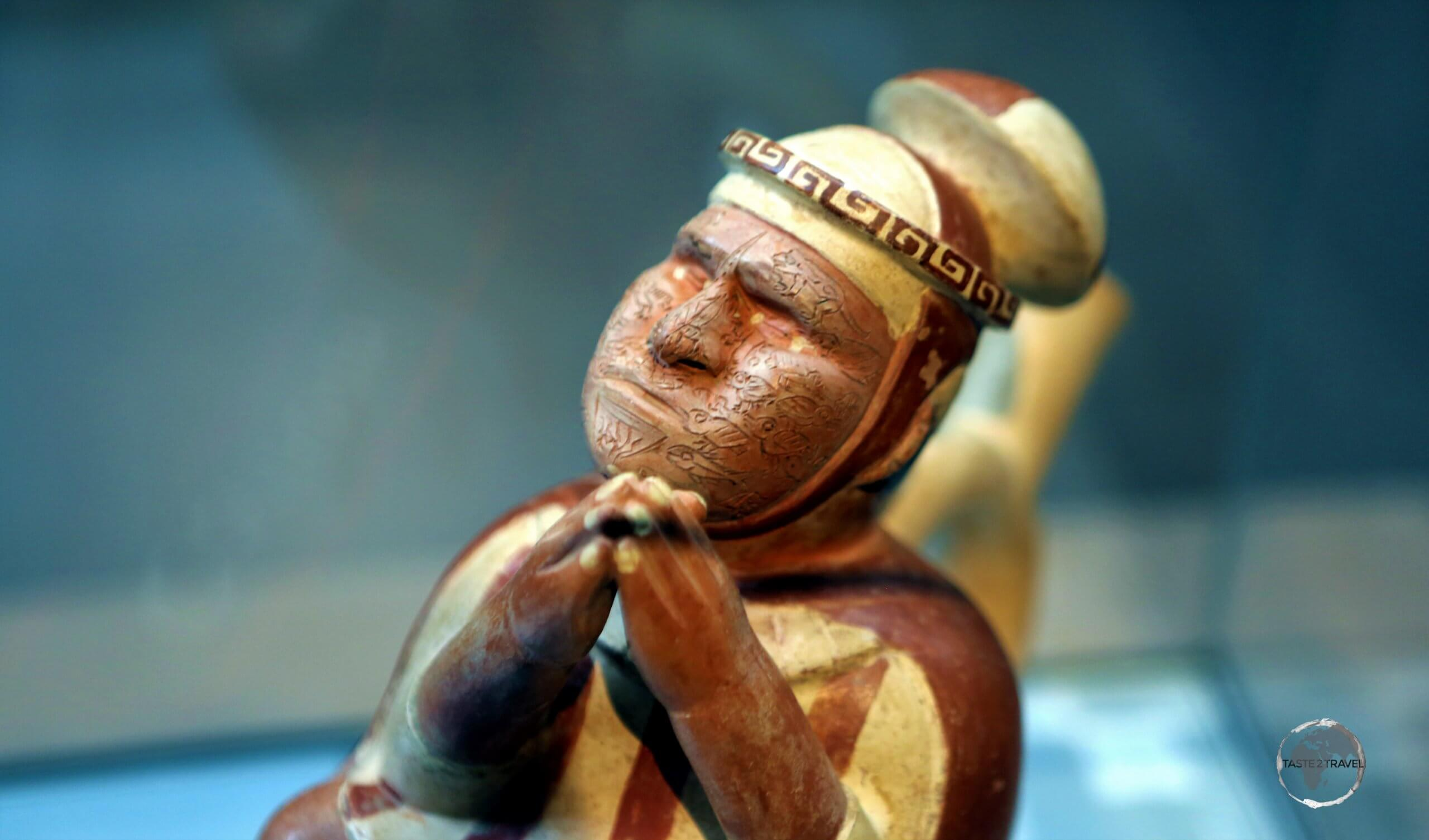 The 'Huacas de Moche' museum, which is adjacent to the Huaca de la Luna in Trujillo, features relics uncovered at the temple, including Moche ceramic figurines.