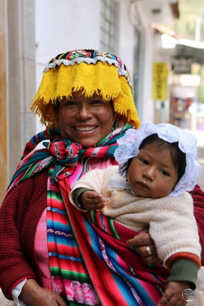 A local Quechua mother, with her daughter, in Pisac market, in the Sacred Valley of Peru.