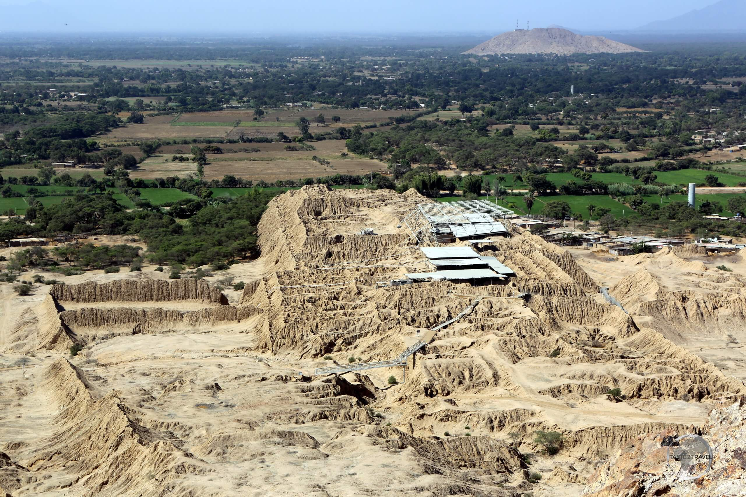 Built in 1100 AD by the Sican culture, then conquered by the Chimú, and later by the Inca, the huge mud-brick pyramid ruins of Túcume lies 29 km north of Chiclayo.