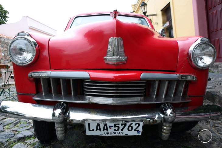 A classic car on the cobbled streets of the Barrio Histórico in Colonia del Sacramento.