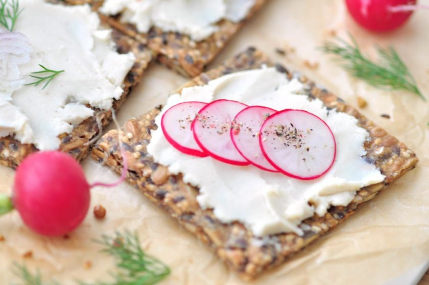 Spreadable_goat_cheese_without_the_goat_3