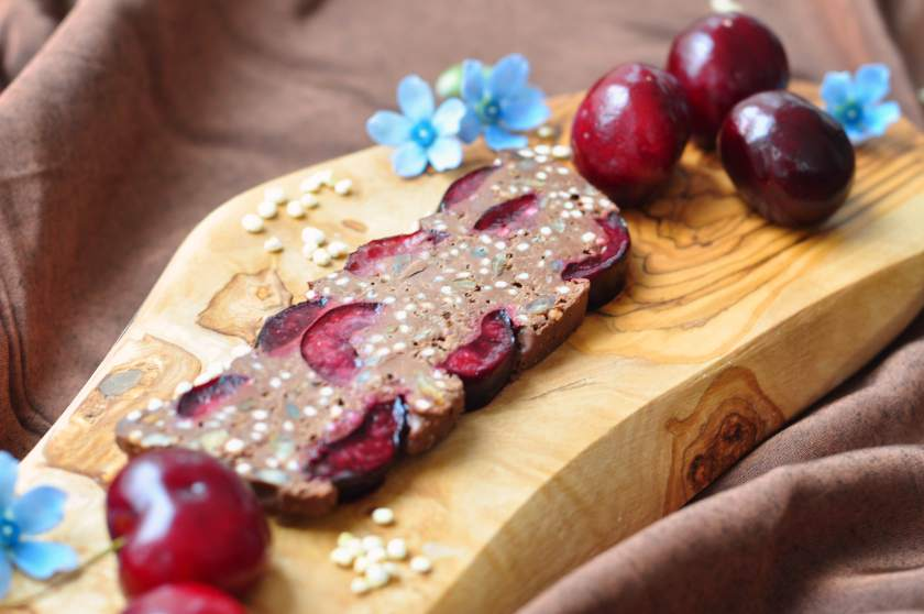 Smooth_chocolate_cake_with_cherries_and_puffed_quinoa_2