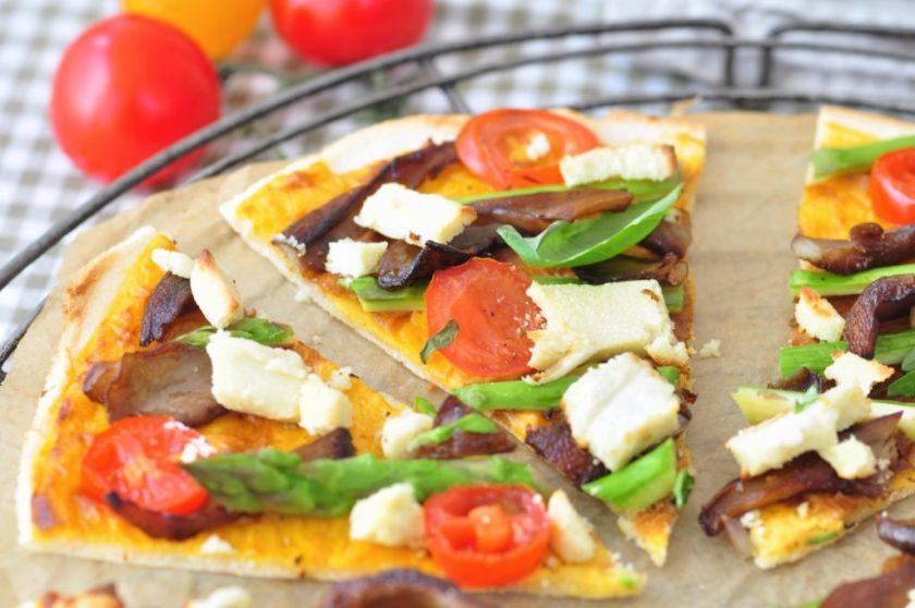 Cassava_pizza_with_cheese_sauce_and_veggies_2
