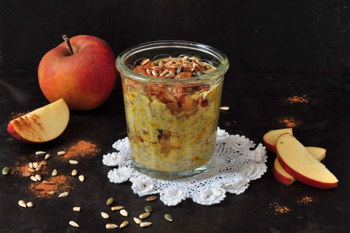 Chiapudding_with_saffron_and_warm_apples