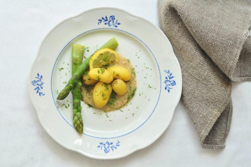 Groene_asperges_met_nieuwe_aardappelen_en_een_saus_van_sjalotjes_3