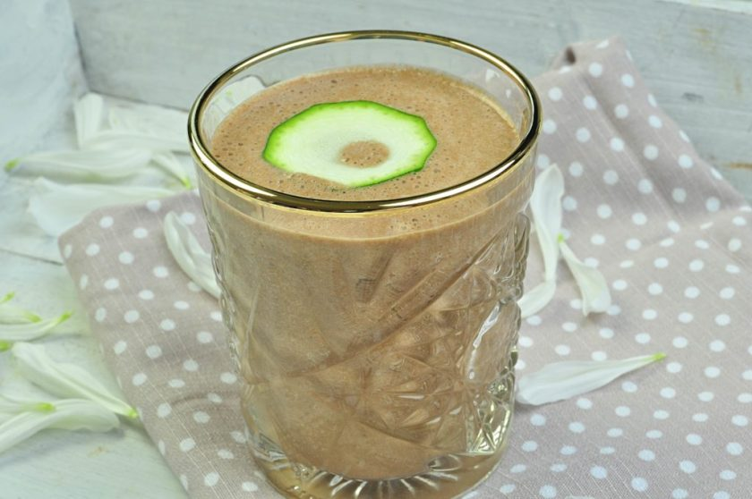 chocolate_smoothie_with_hidden_courgette_closeup