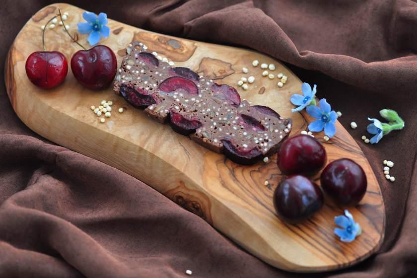 Rik_chokladkaka_med_körsbär_och_quinoapuffar