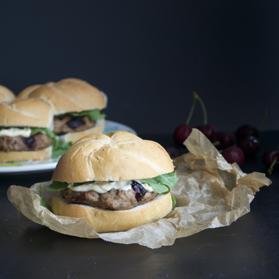 Turkey burgers with roasted cherries and brie