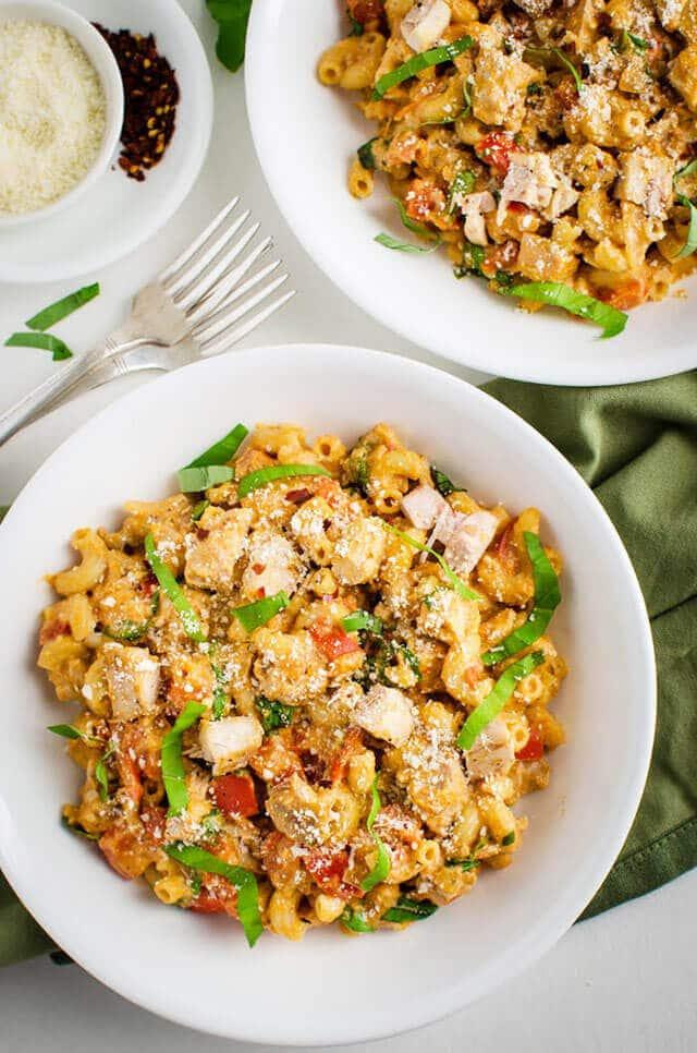 healthy-creamy-tomato-pasta-with-chicken