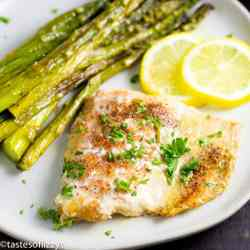 Lemon Garlic Butter Salmon with lemon slices and asparagus