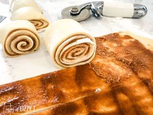 how to roll giant cinnamon rolls