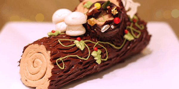 Holiday Meal Traditions la bûche de Noël