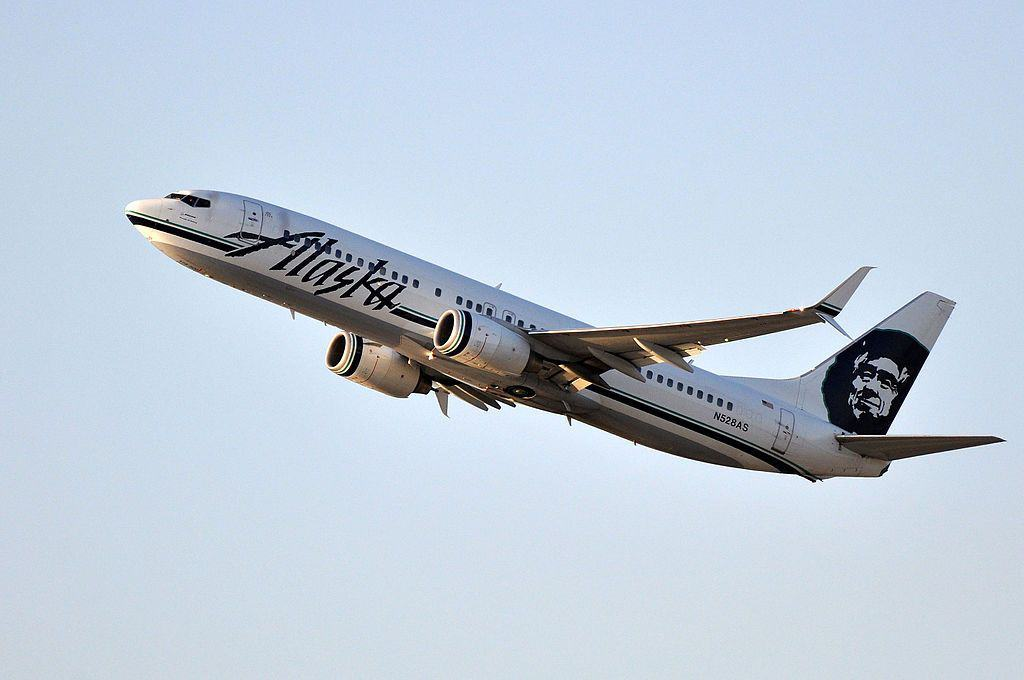 Alaska-Airlines-airplane taking off