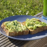 Toasts d'avocat et Jus Vitaminé