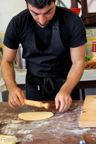 chef Ivo teaching out to roll out the dough by hands with a rolling pin