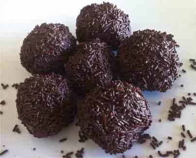 Συνταγή για εύκολα Τρουφάκια σοκολάτας