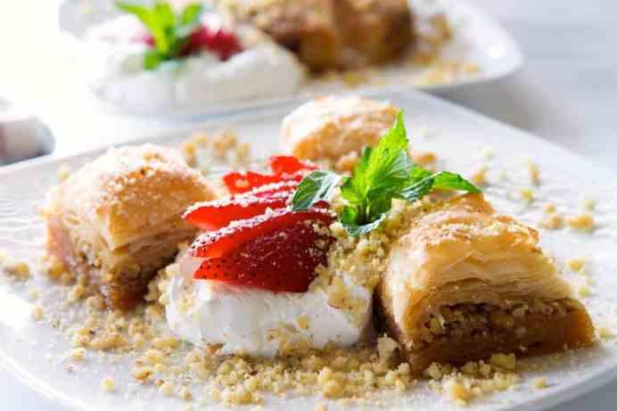 Συνταγή παραδοσιακός μπακλαβάς με καρύδια