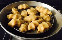 IMG_6890-300x194 Steamed Sweet Rice Dumplings/Sweet Pidi Kozhukattai