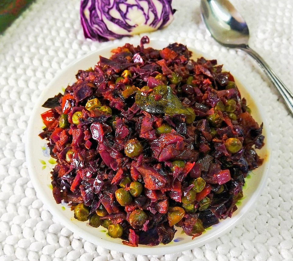 DBKT6900 Purple Cabbage and Green Peas Curry