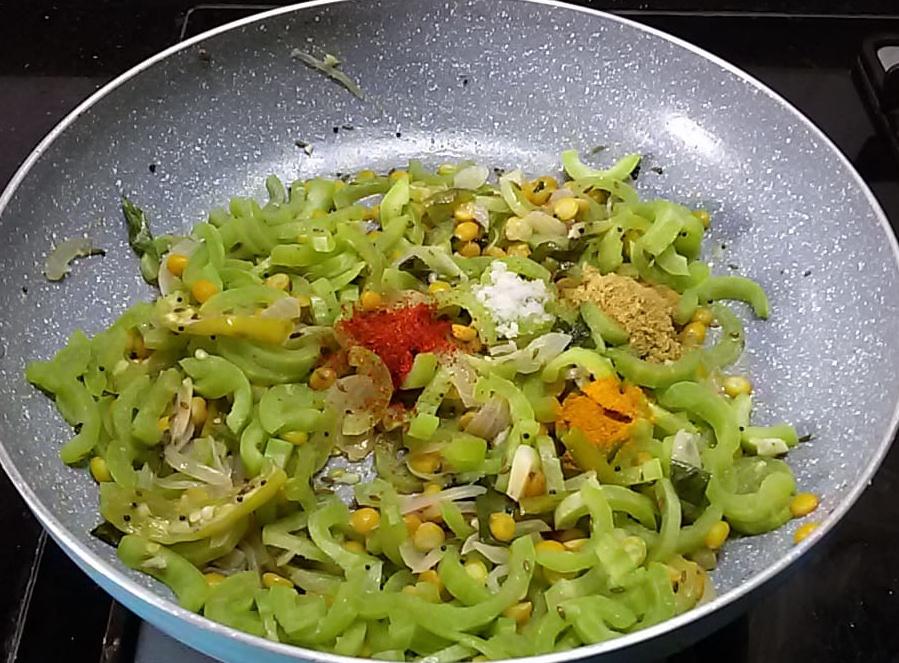 DSWK0677 Padwal Bhaji/Gourd Curry