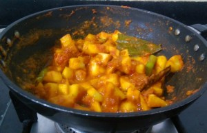JIXO2766-300x194 Apple Curry in Tomato gravy