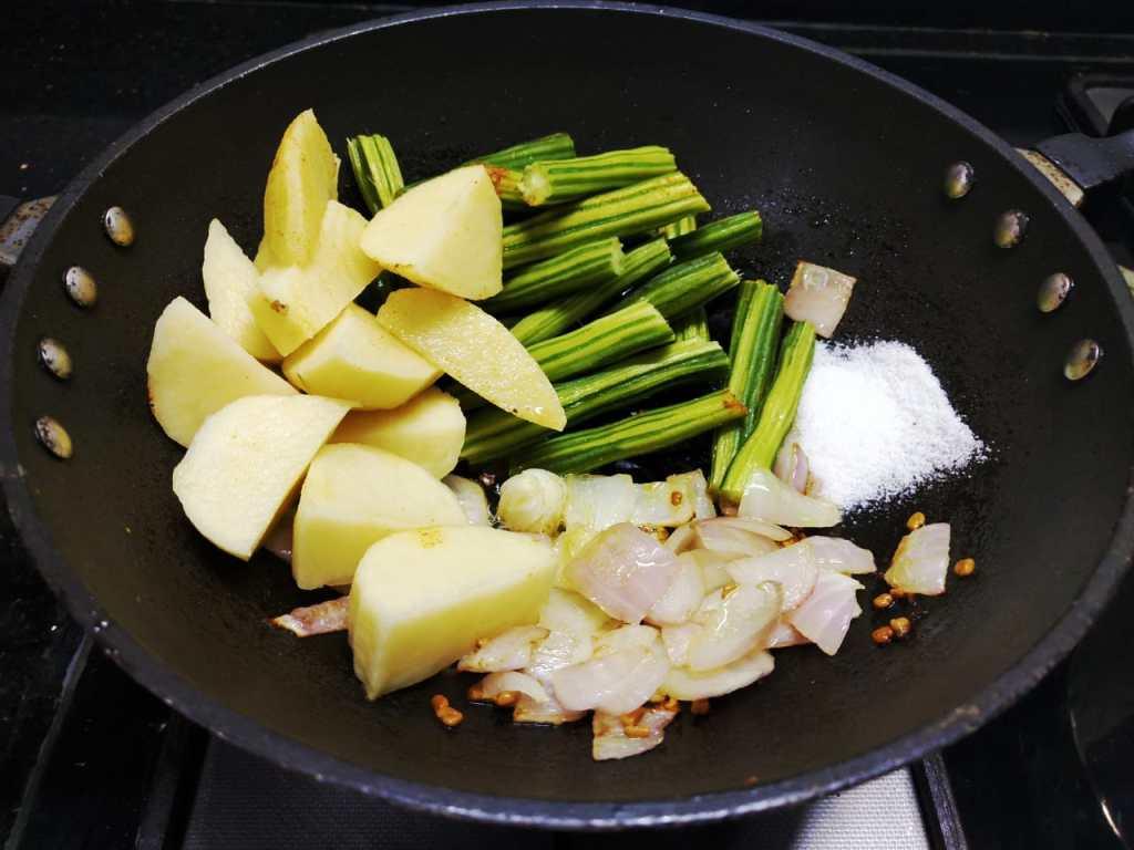 MTDL5701-1024x768 Potato Moringa Gravy/ Aloo Drumstick Kuzhambu