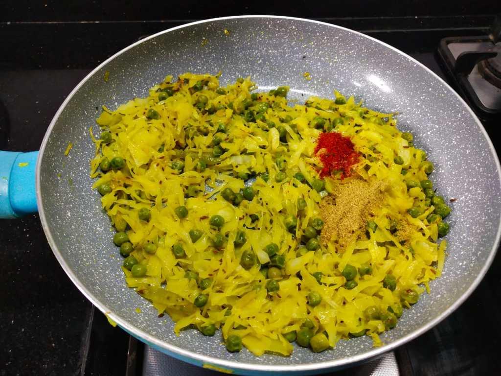 SWCB0100-1024x768 Patta Gobi Nu Shaak / Cabbage with Peas