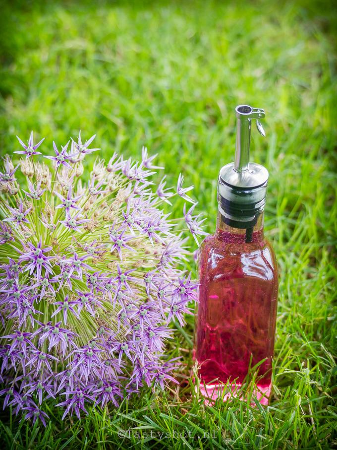 Azijn met bieslookbloemen
