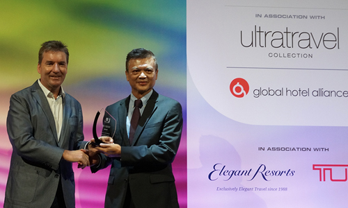 Mr. Chalermsak Suranant, Director of Tourism Authority of Thailand (TAT) Dubai and Middle East Office, receiving the ULTRA award for Thailand as the Best Country in the World for Holiday in 2015