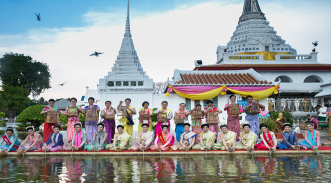 Make merit by releasing animals at Phra Pradeang in Samut Prakan Songkran