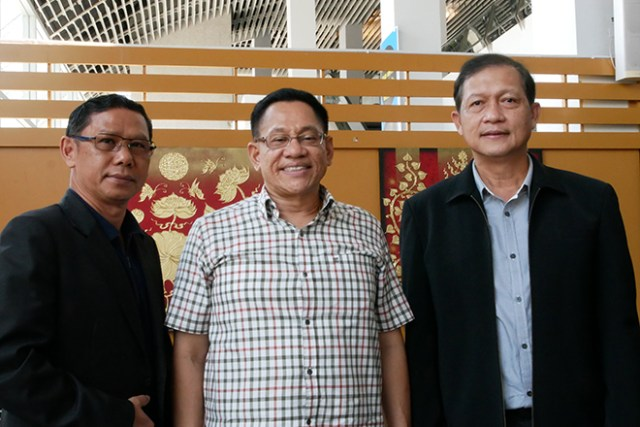 (From Left) Krabi Vice Governor Mr. Apinan Puakpong, TAT Krabi Office Director Mr. Apichai Aranyig and Krabi Airport Director Mr. Attaporn Nuang-Udom
