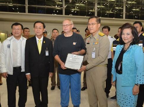 Weerasak Kowsurat thanks British cave diving team