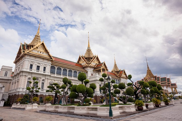 Discover the beautiful city seaside and hilltop palaces of Thailand