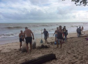 Southern Thailand skies now clear up locals and tourists join in beach clean-up effort
